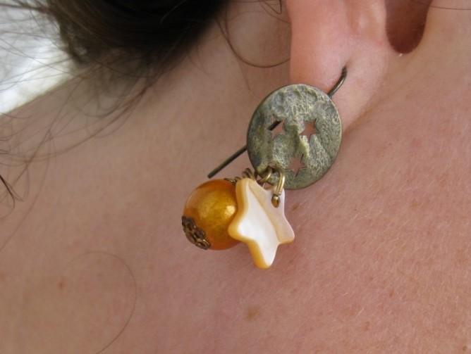 Boucle d'oreilles l'affaire du collier