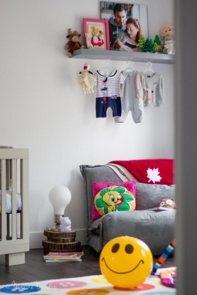 dans sa chambre marinette saperlipopette blog maman expat montr al et lifestyle. Black Bedroom Furniture Sets. Home Design Ideas
