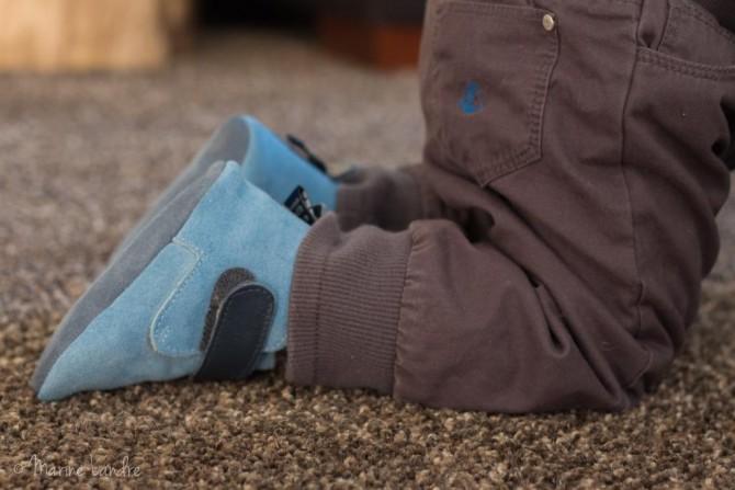bebe-debout-chaussons-shooshoos