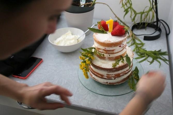 gateau-anniversaire-naked-cake-fraises