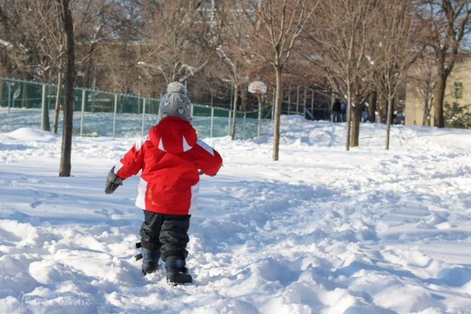 Enfant-neige-bottes-hiver-panda