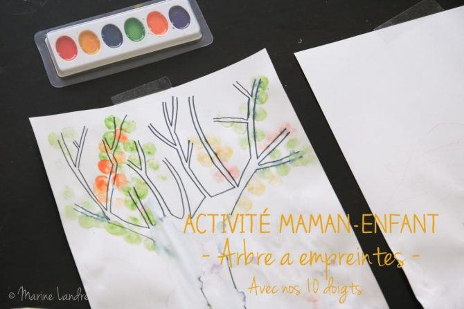 activite-maman-enfant-arbre-empreintes