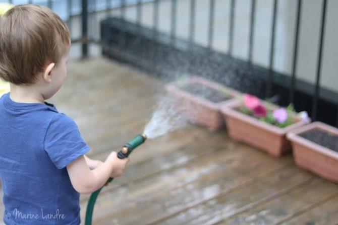 jardiner-famille-enfants-potager-ville